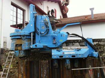 Giken ECO700S silent piler on restricted access site in France