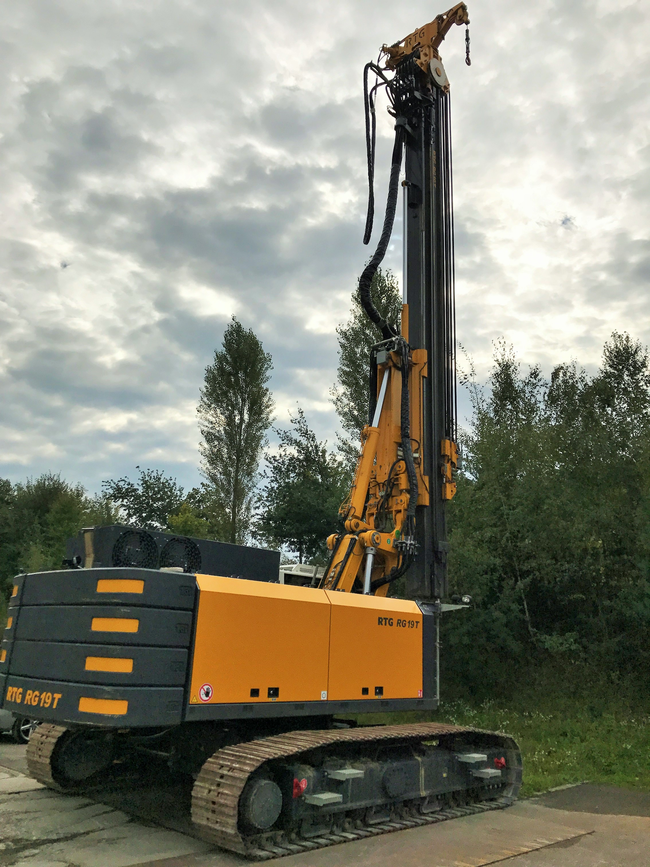 Used RTG RG19T telescopic leader rig for sale