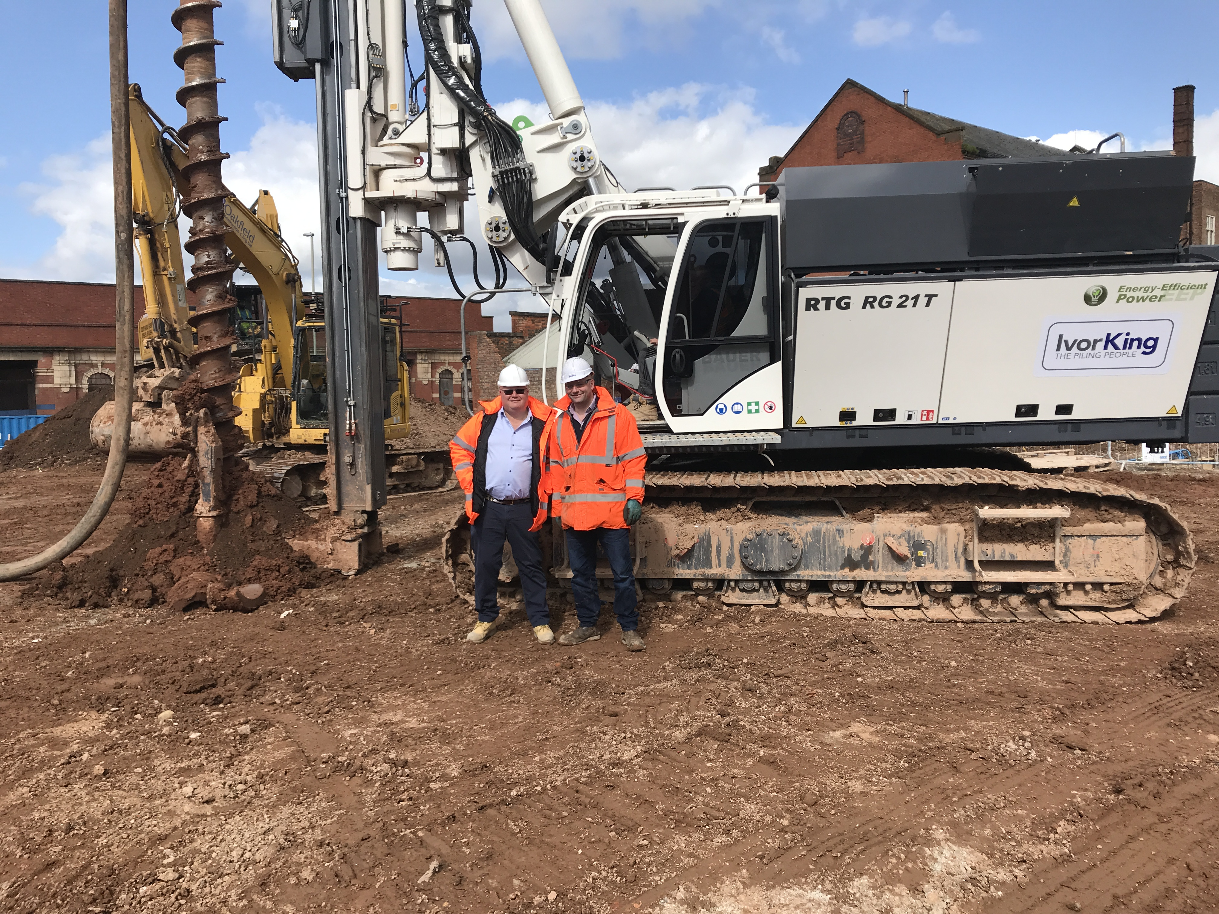 Brand New RTG RG21T telescopic leader rig delivered to Ivor King Piling