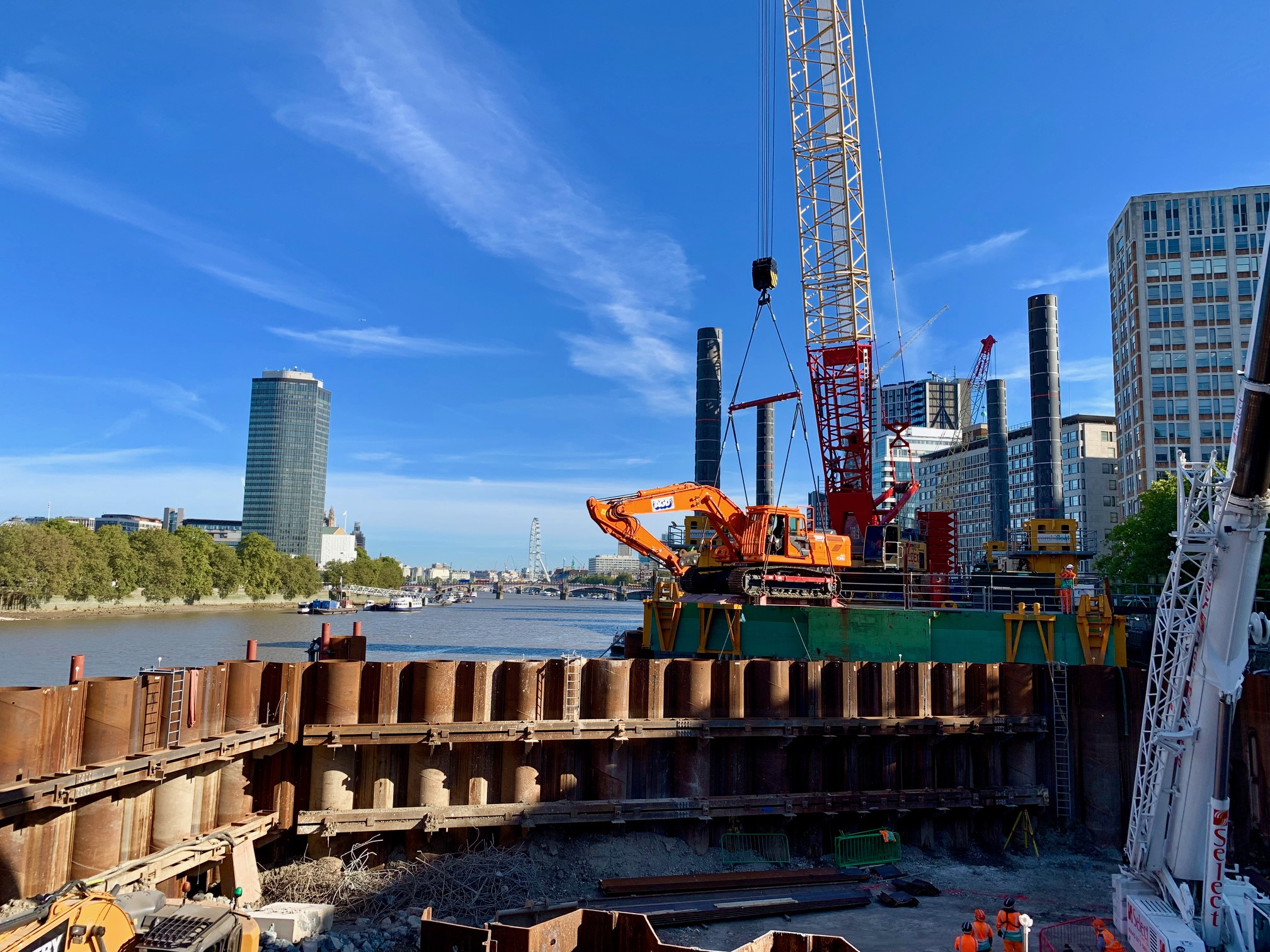 Sheet piling rig flown into cofferdam in London