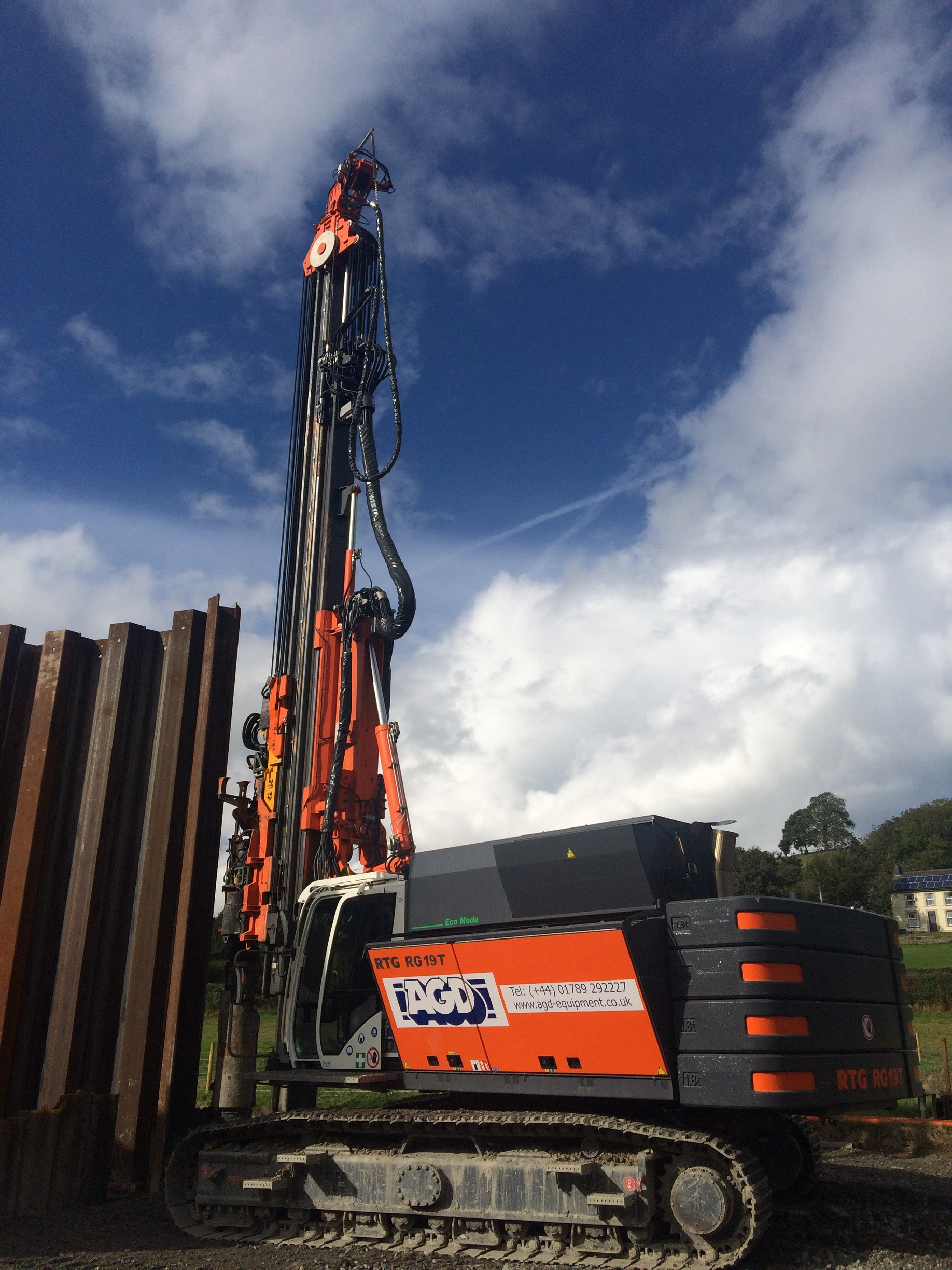 RTG RG19T telescopic leader rig on hire in Wales