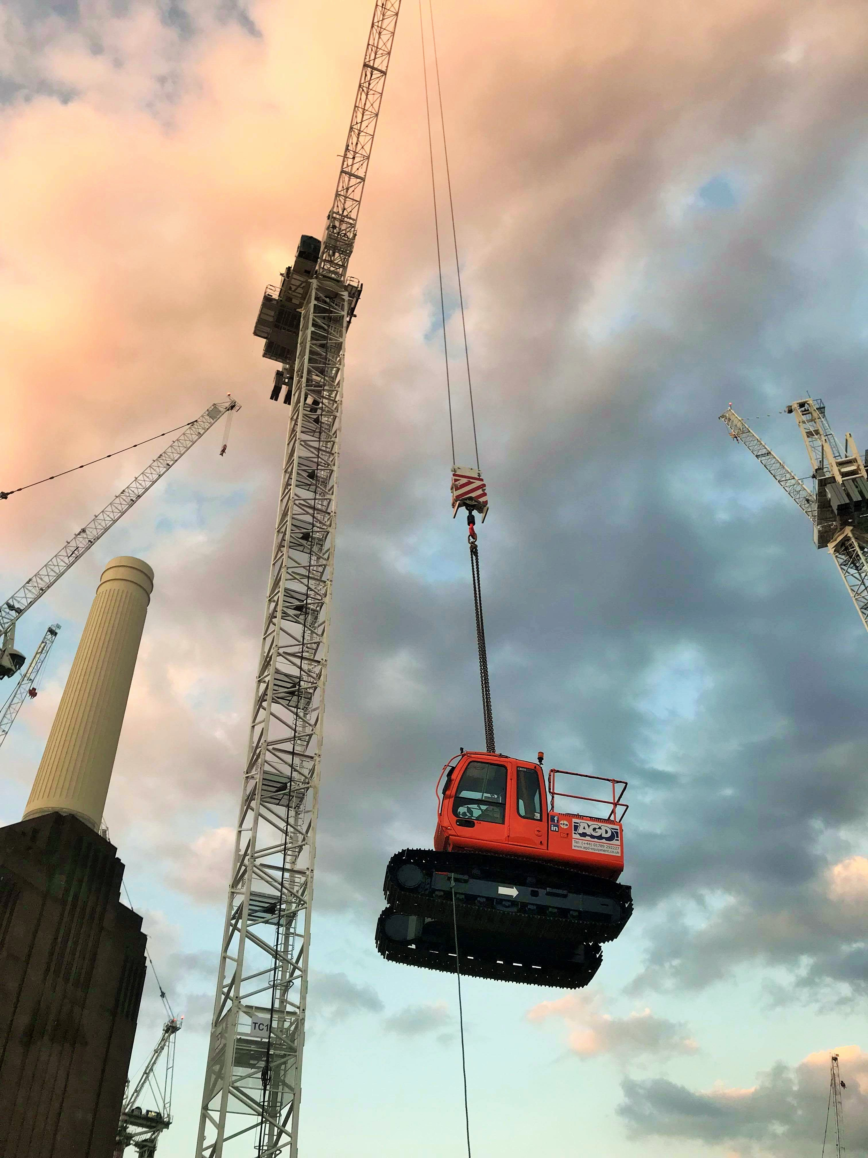 AGD flies again! 8 tons Hitachi mini crane lifted in at Battersea