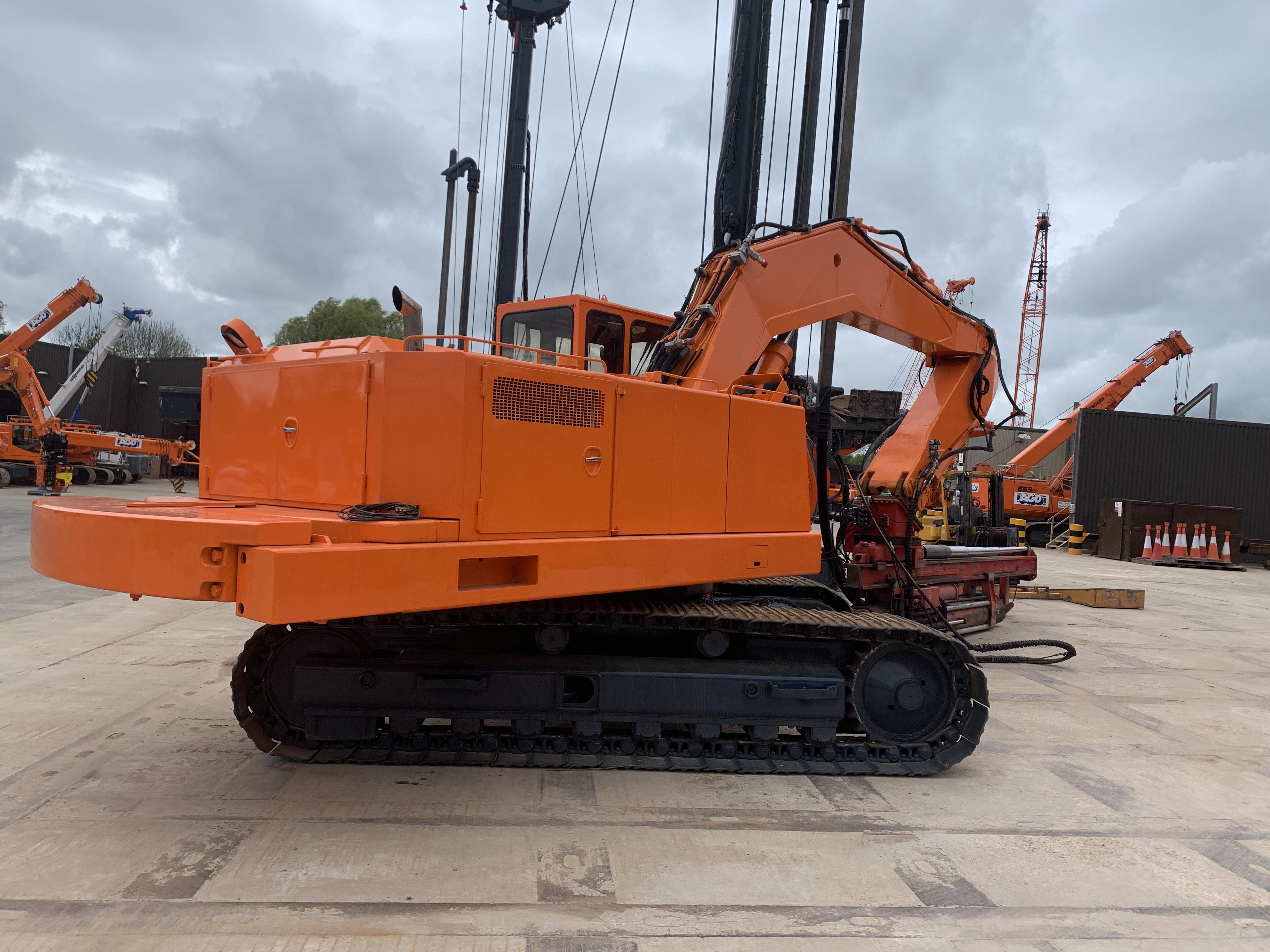 Used Fambo HR2750 / Akerman H14B pile driving rig for sale